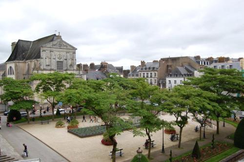 Vue imprenable sur la Mairie : Apartment near Vannes