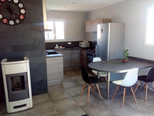 La Petite Maison : Guest accommodation near Noailly