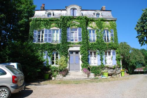 Le chateau : Bed and Breakfast near Luzoir