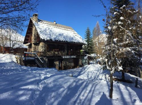 Chalet Pegulu : Guest accommodation near L'Argentière-la-Bessée