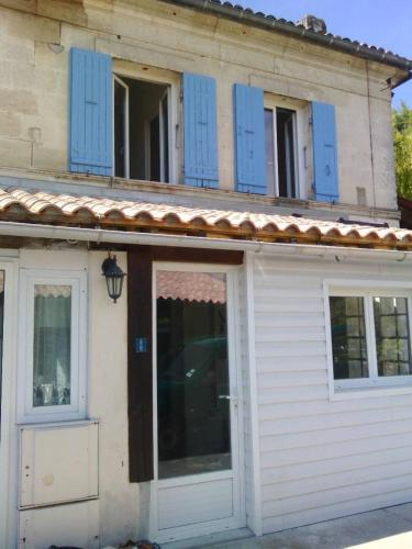 Holiday home La Rive : Guest accommodation near Saint-Christoly-Médoc