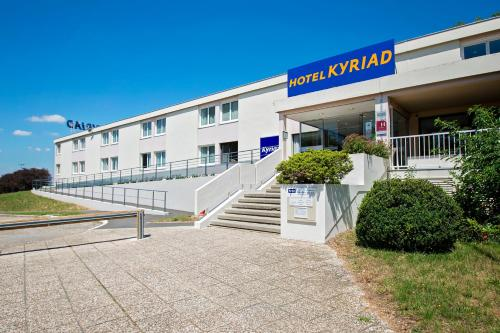 Kyriad Nemours : Hotel near Thoury-Férottes