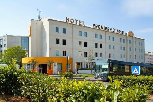Premiere Classe Roissy - Aéroport Charles De Gaulle : Hotel near Mauregard