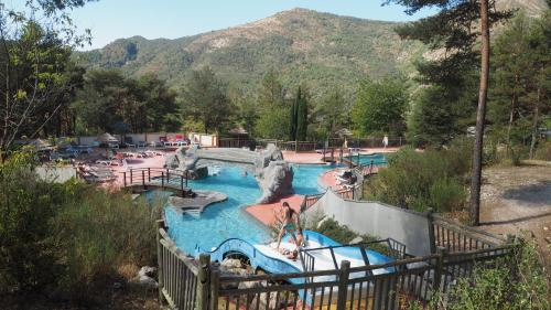 Camping RCN Les Collines de Castellane : Guest accommodation near Peyroules