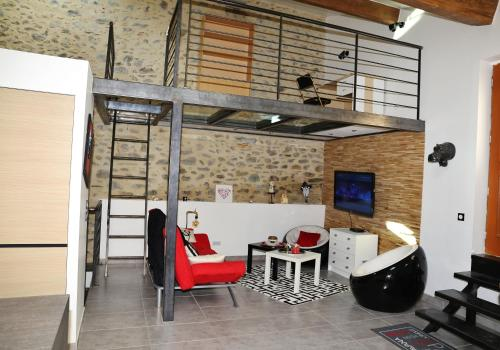 Maison Loft Atypique : Guest accommodation near Latour-de-France
