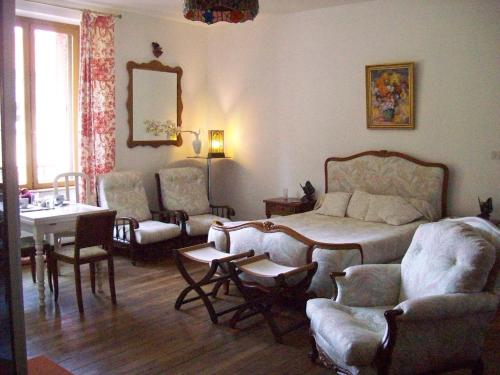 La Chambre d'Amis : Bed and Breakfast near Courtémont