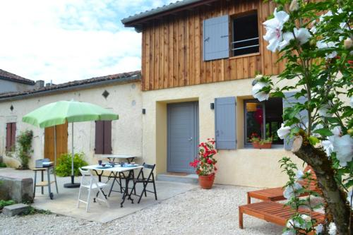 gite de Terron : Guest accommodation near Lamontjoie