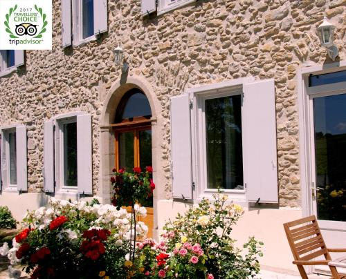 Gîte - Holiday Home Vent d'Ange : Guest accommodation near Tourreilles