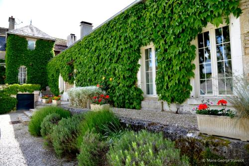 Le Petit Village : Guest accommodation near Moulins-en-Tonnerrois