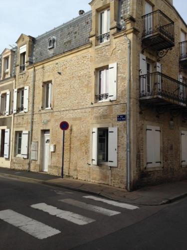 Holiday home Rue Victor Hugo : Guest accommodation near Douvres-la-Délivrande