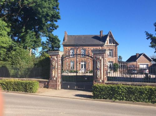 L'hostellerie du chateau : Bed and Breakfast near Fresnes-Mazancourt