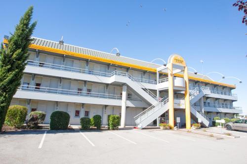 Première Classe Dijon Nord - Zénith : Hotel near Beaumont-sur-Vingeanne