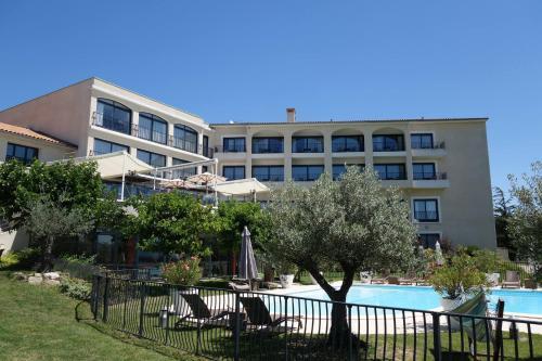 Domaine De Saint Clair Spa & Golf : Hotel near Colombier-le-Cardinal