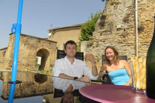 Au Château de Villelongue B&B : Bed and Breakfast near Gueytes-et-Labastide
