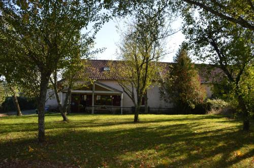 Le Sourire Ensoleille : Guest accommodation near Saint-Seine