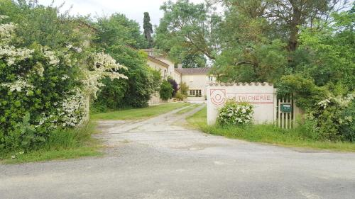 La Maison Tricherie : Guest accommodation near Lahitte