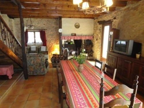 House Le champ : Guest accommodation near Saint-Caprais