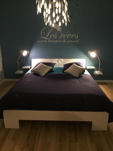 Chambre myosotis : Bed and Breakfast near Tavel