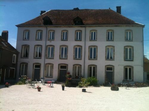Chateau Melay : Bed and Breakfast near Culmont