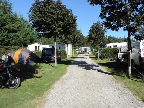 Camping La Prairie : Guest accommodation near Intres