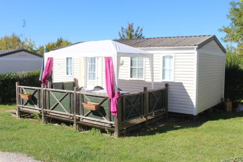 Camping du Pontis : Guest accommodation near Gout-Rossignol