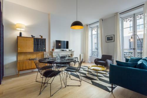 Hallmark : Apartment near Lyon