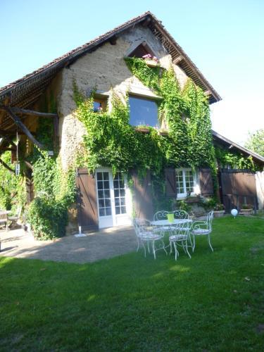 La Rolandière : Guest accommodation near Massieu