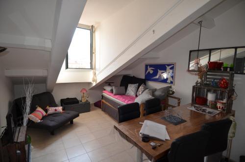 Palais du Vieux Port : Apartment near Saint-André-de-la-Roche
