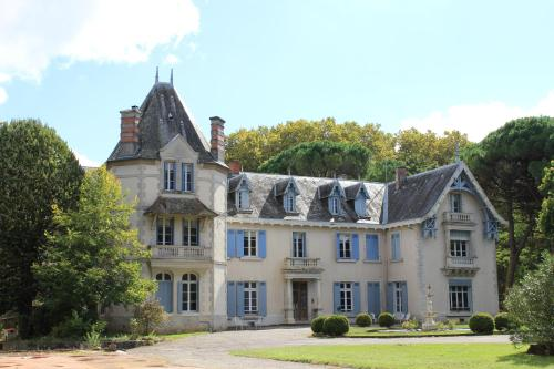 Château de Morin : Guest accommodation near Saint-Léon