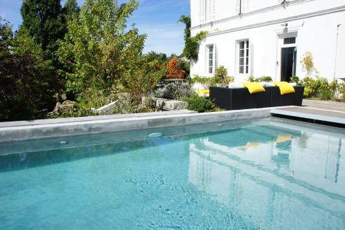 La Blanche Girondine : Bed and Breakfast near Belhade