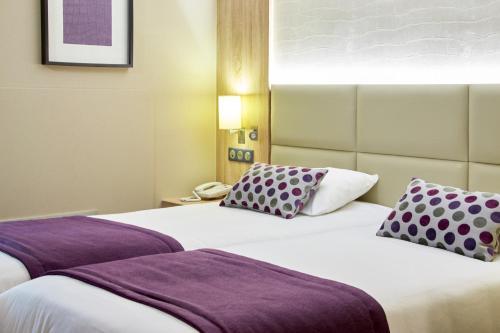 Kyriad Beaune : Hotel near Corgengoux