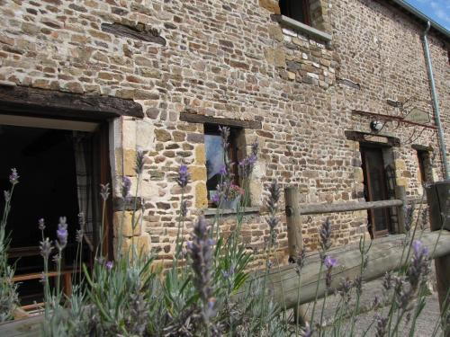 L'ECURIE GITE : Guest accommodation near Landigou