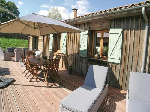 Three-Bedroom Holiday Home in Fleurac : Guest accommodation near Fleurac