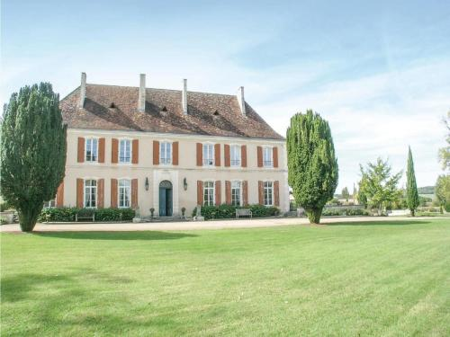 Six-Bedroom Holiday Home in Cherval : Guest accommodation near La Chapelle-Grésignac