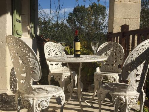 Maison des Roses : Guest accommodation near Saint-Julien-de-l'Escap