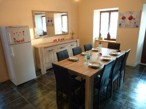 La petite maison : Guest accommodation near Larodde