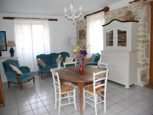 House Saint-chels - 4 pers, 81 m2, 3/2 : Guest accommodation near Montbrun