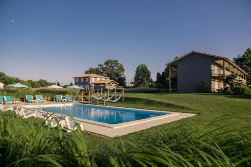 Hotel Lodge La Petite Couronne : Hotel near Argelos