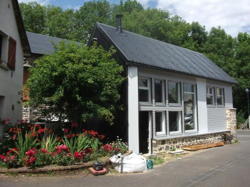 Gite situe a VERNINES : Guest accommodation near La Goutelle
