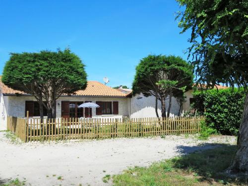 Ferienhaus Grayan l'Hopital 170S : Guest accommodation near Talais