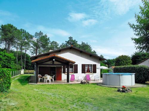 Ferienhaus mit Pool Mézos 130S : Guest accommodation near Morcenx