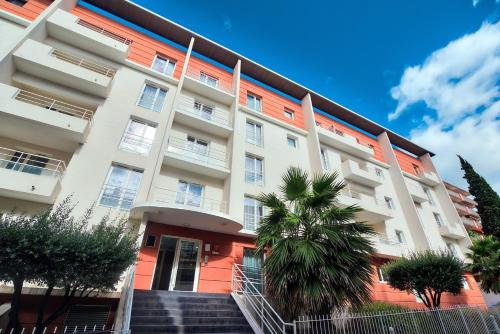 Zenitude Hôtel-Résidences Béziers Centre : Guest accommodation near Béziers