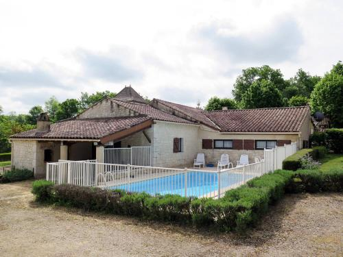 Ferienhaus mit Pool Saint Matré 400S : Guest accommodation near Saux