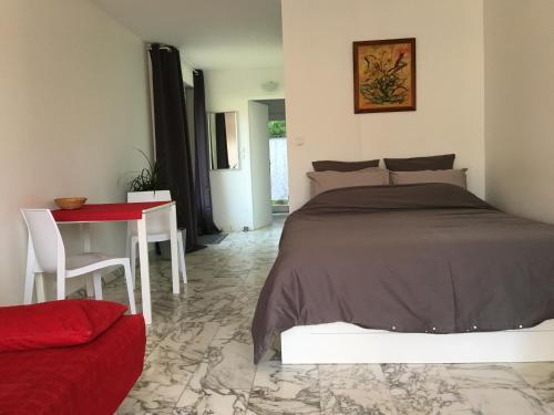Buxus Land : Apartment near Massieu