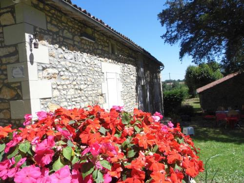 Pension Herminie : Bed and Breakfast near Lussac-les-Châteaux