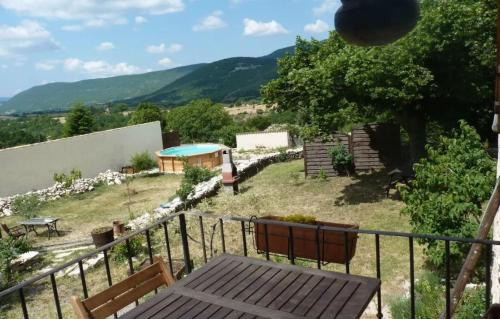 Holiday home Le Village : Guest accommodation near Curel