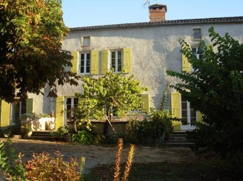 Chambres Sorges en Périgord : Bed and Breakfast near Sorges