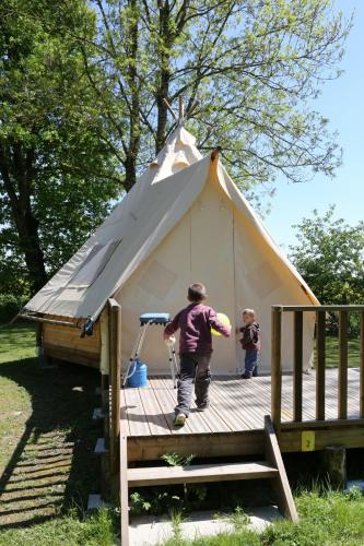 Camping le Nid du Parc : Guest accommodation near Marlieux