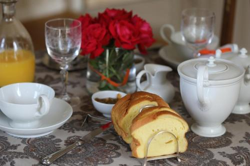 Le Manoir du Ribardon : Bed and Breakfast near Sentilly