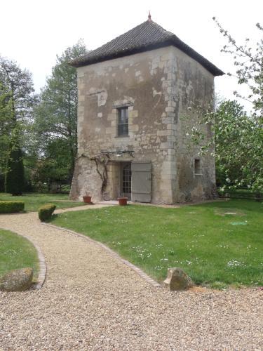 La tour du grand Boust : Guest accommodation near Longué-Jumelles